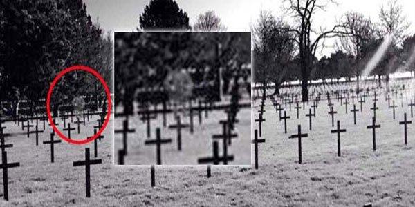 Fotografían el fantasma de un soldado escocés en un cementerio militar de Francia