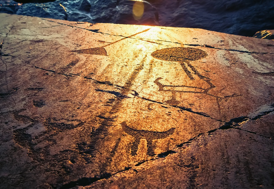 Los petroglifos de Onega: ¿Representaciones de seres celestiales desde 6.000 aC?