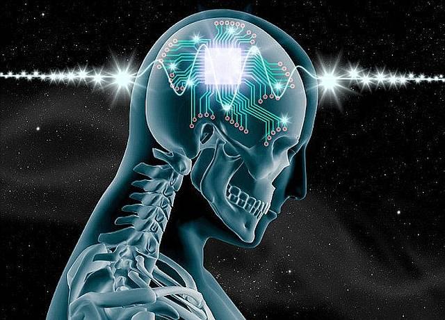 Chips cerebrales: los humanos podrán tener «superinteligencia» en solo cinco años