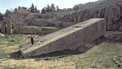 Perfectamente tallada, con más de 20 metros y 1.000 toneladas: El bloque de piedra más grande y antiguo del mundo hallada en Baalbek.