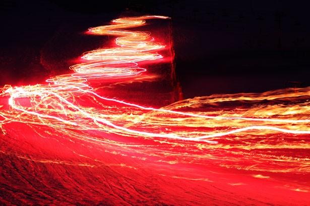 Logran controlar la velocidad de la luz incluso de revertirla