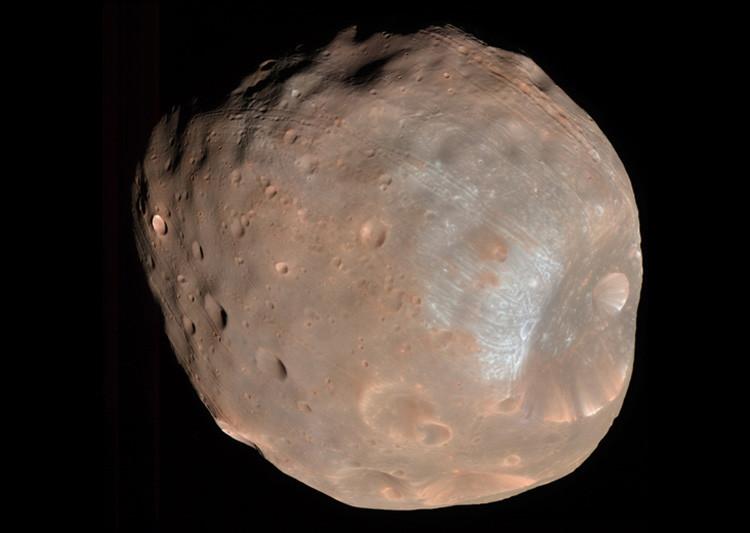 ¿Estructura alienígena? El misterio del monolito hallado en uno de los satélites de Marte