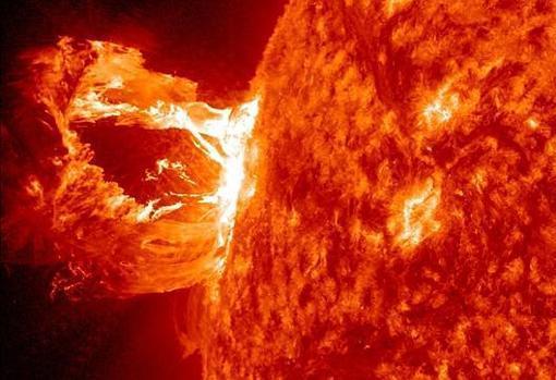 El hallazgo de pruebas de tres grandes tormentas solares en el pasado hace pensar que son «hechos naturales recurrentes» dentro de la actividad del Sol
