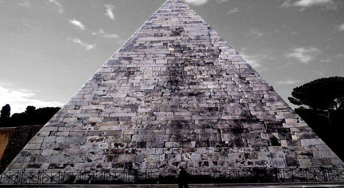 Una estructura como la pirámide de Egipto hallada en Australia?