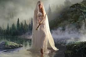 La dama del lago y la espada de la luz.
