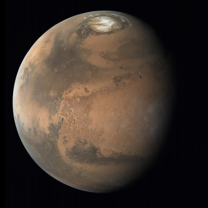 Localizan una enorme reserva de agua 1.500 metros bajo el polo norte de Marte