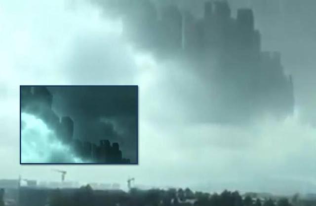 Misteriosa Ciudad Enorme Flotando En Las Nubes Sobre Foshan, Guangdong, China
