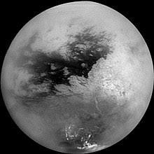 La atmósfera de la luna de Saturno podría albergar una molécula precursora de una vida totalmente diferente a la terrestre