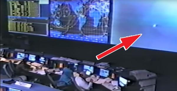 Exclusivo !!El video filtrado en Internet muestra cómo la NASA observa un enorme OVNI