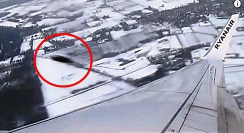Gigantesco ovni impidió que avión pudiera aterrizar en el Aeropuerto John Lennon de Liverpool (Fotos y video)