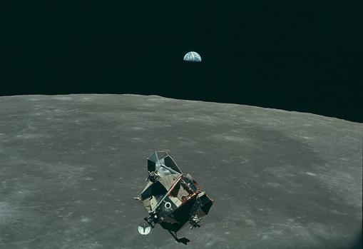 Hace 50 años tres astronautas comenzaron su viaje al satélite con un computador de vuelo más lento que un Smarphone actual