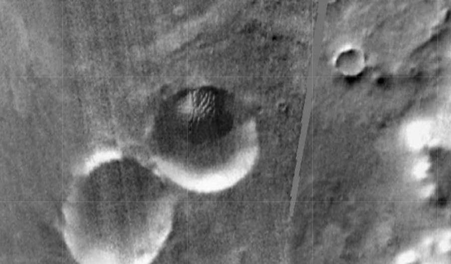 MARS, el orbitador de la NASA fotografía un enorme