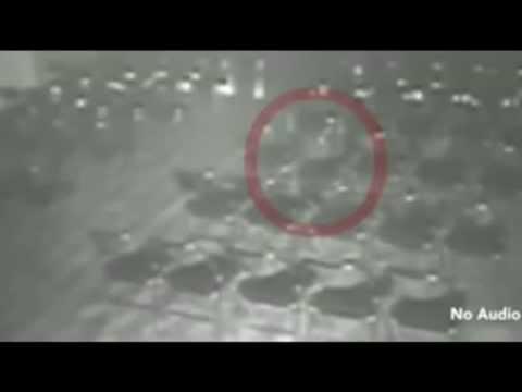 Cámaras de seguridad graban a un fantasma moviendo una silla y una mesa en un teatro de Inglaterra