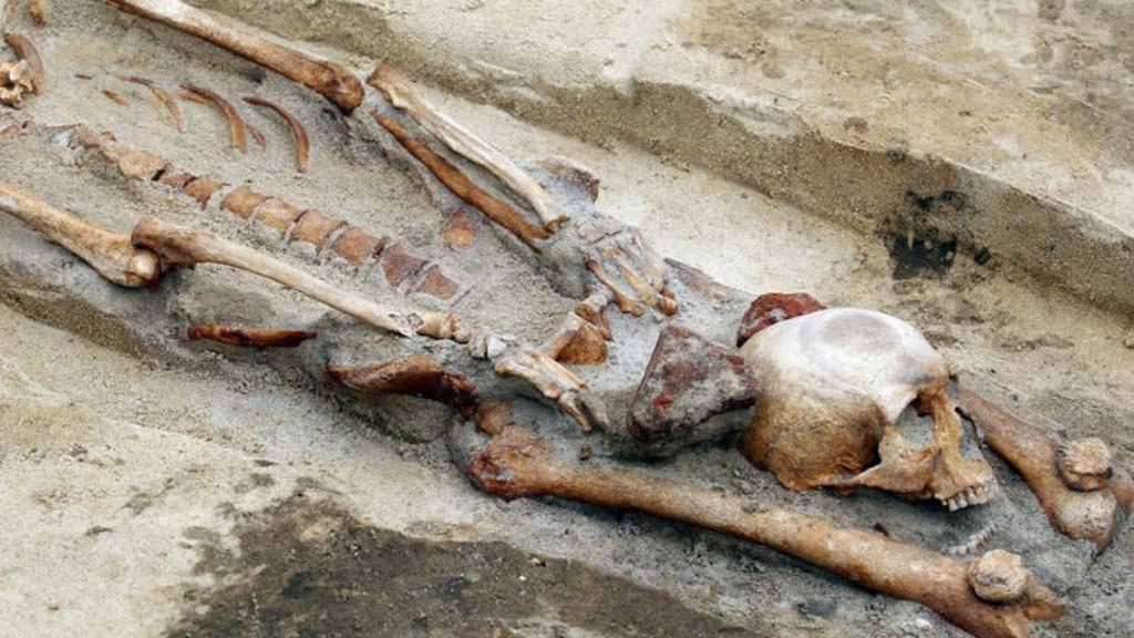 Descubren la tumba de tres vampiros en Polonia