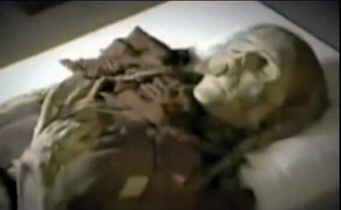 Descubren a una mujer de más de 800 millones años de antigüedad dentro de un ataúd lleno de una sustancia desconocida