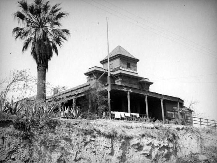 Ciudad Reptil de Los Ángeles: Conspiranoia al rojo vivo –