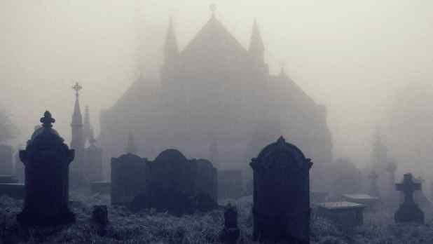 De la iglesia al cementerio (historia)