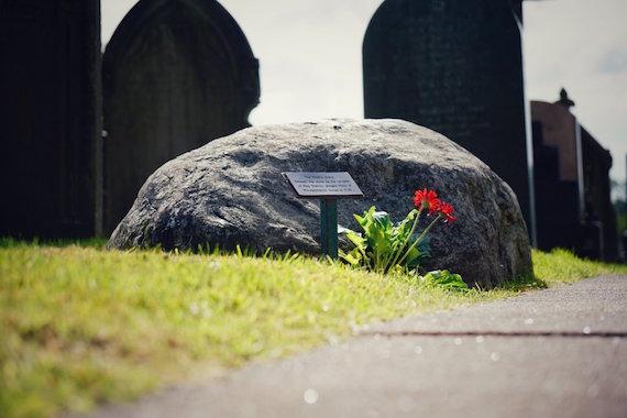 Extraños cuentos de misteriosas tumbas de brujas