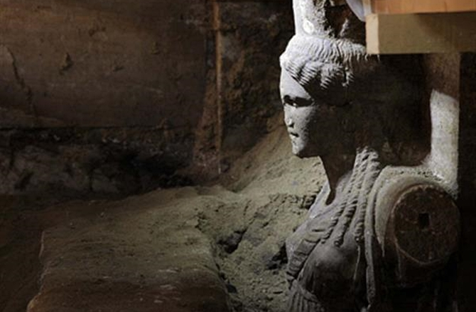 Las cariátides de Anfípolis descubiertas al completo