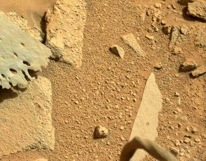 ¿Qué es esto? Curiosity capta un objeto similar a una «pierna» en Marte