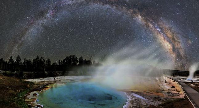 Sorprendente Vía Láctea en cielos del volcán Yellowstone