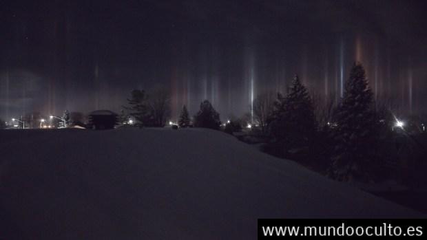 Testigo captura fotografías de unos misteriosos «pilares de luz» en el cielo de Ontario, Canadá