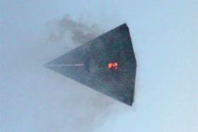Un TR-3B visto explotando en los cielos sobre el Área 51