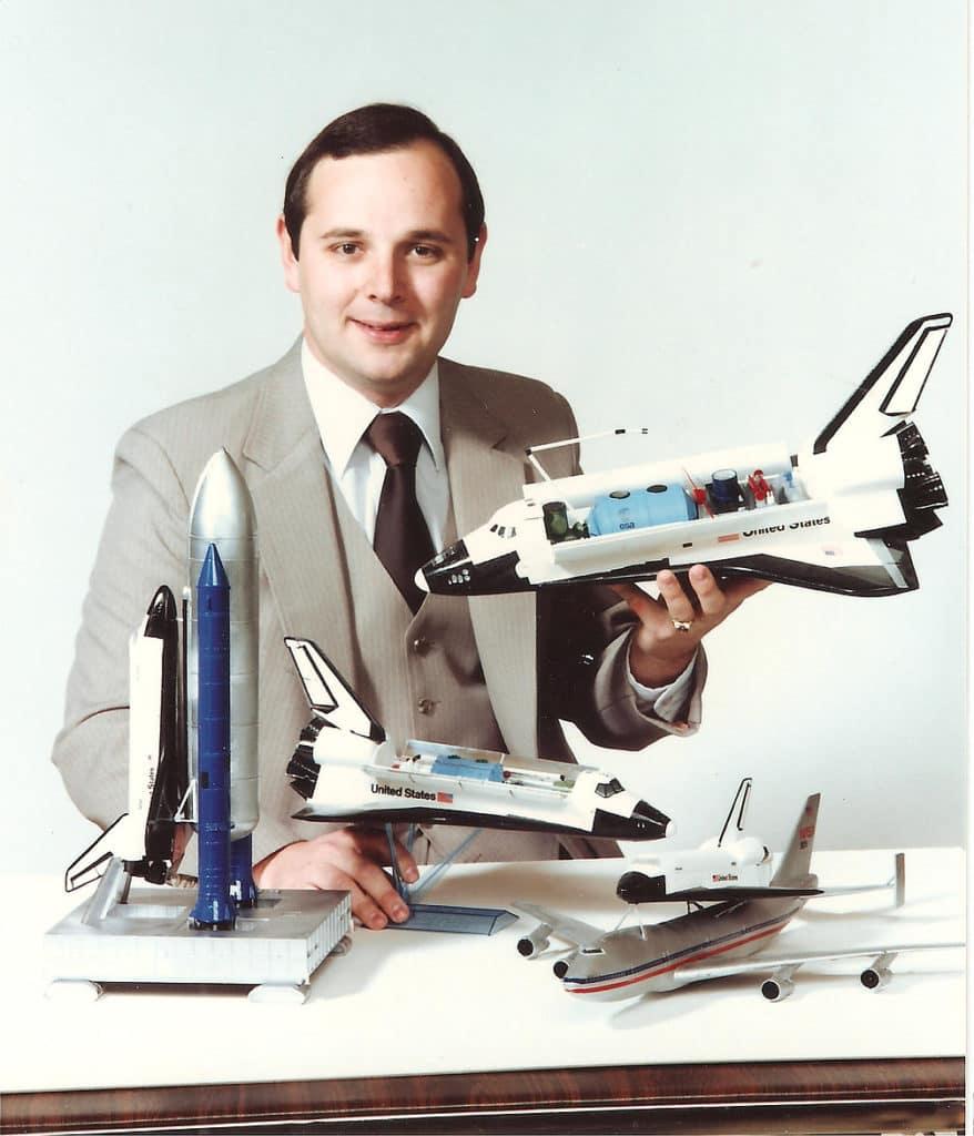 David Adair dice que diseñó el motor de cohete Fusion como uno encontrado en el Área 51