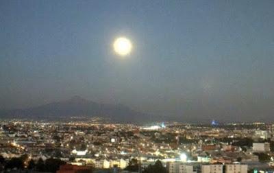 Enorme esfera de luz en el volcán Popocatepetl (México)