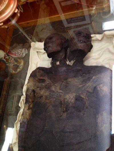 Kap Dwa: Un misterioso Gigante de 3.5 metros de altura y con dos cabezas en la Patagonia