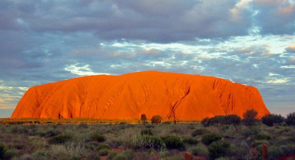Uluru: la montaña sagrada y los Antiguos Astronautas