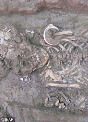 Aliens descubiertos en cementerio en México