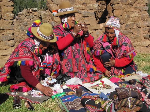 Chamanes indígenas de Perú