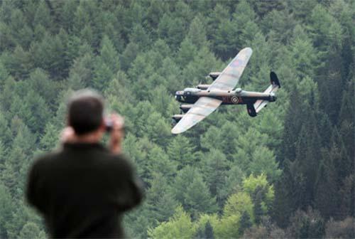 Múltiples testigos ven un bombardero fantasma de la Segunda Guerra Mundial sobre un condado de Inglaterra