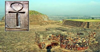 ¿Qué hace el símbolo egipcio Ankh en un antiguo sitio Azteca en México?
