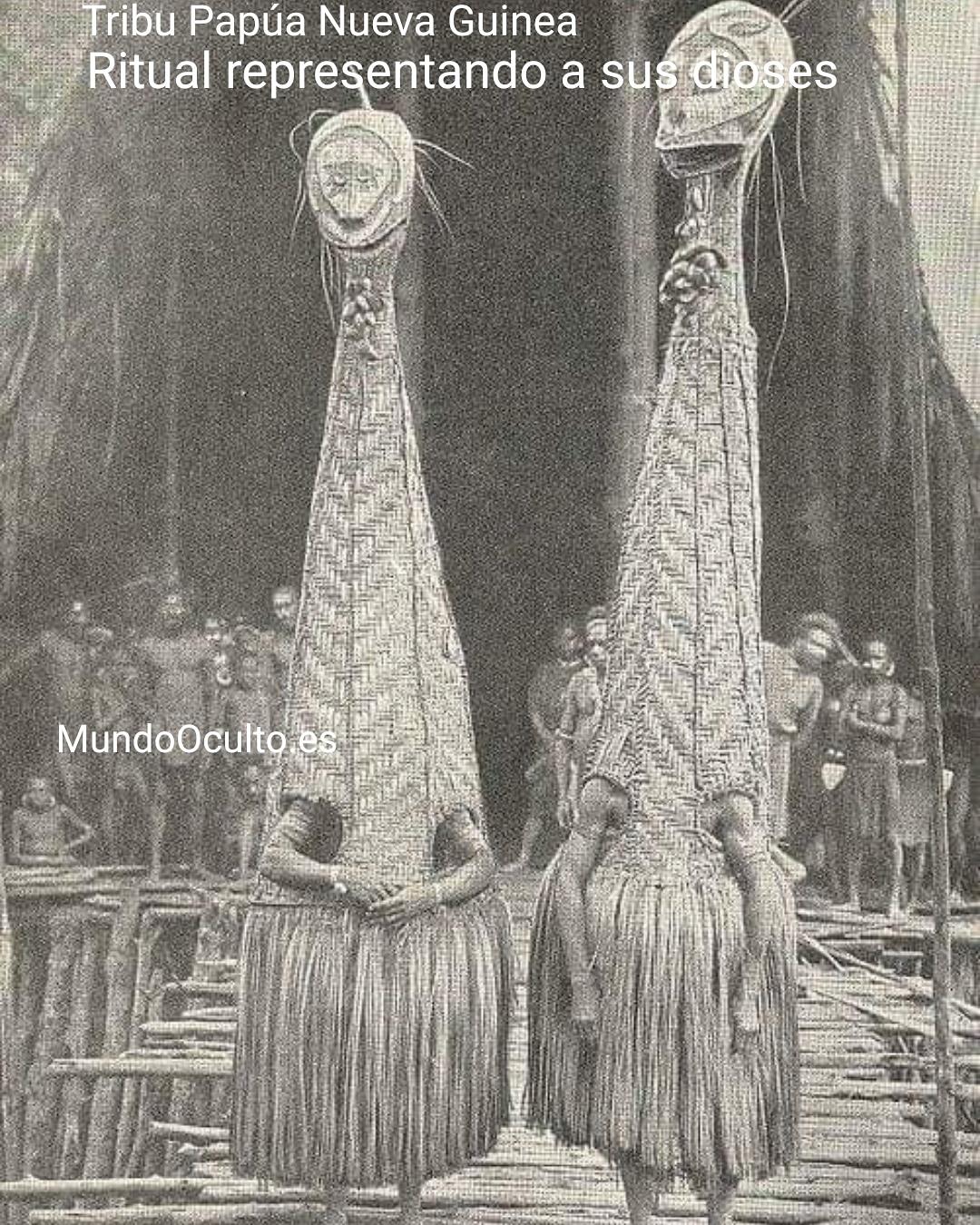Tribu representando a sus dioses