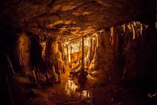 Historias de ciudades subterráneas y túneles misteriosos.