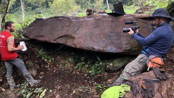 Los arqueólogos escanean el monolito peruano para investigar. (Daniel Fernández-Dávila / Exact Metrology)
