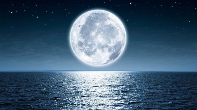 Luna llena - teoría de la luna hueca