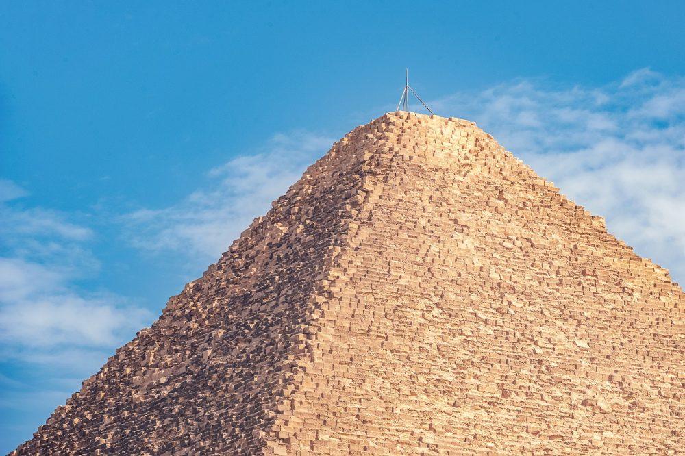 A la Gran Pirámide de Giza le falta su piedra angular. Shutterstock
