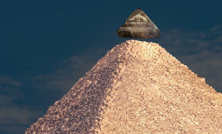 Representación artística de cómo podría haber sido la piedra angular de la Gran Pirámide. Shutterstock