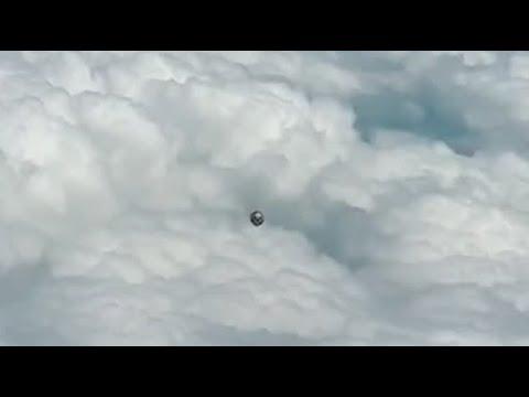 Pilotos comerciales filman extraños ovnis de aspecto metálico