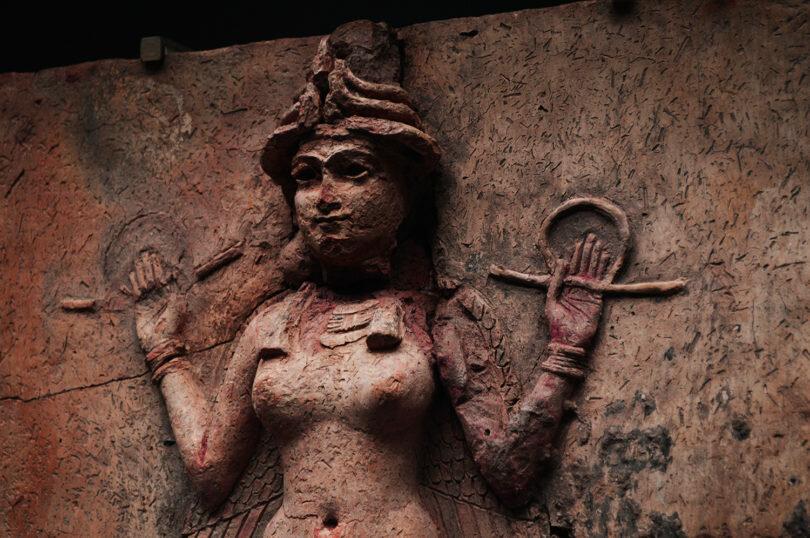 Un posible prototipo de Lilith en uno de los bajorrelieves mesopotámicos
