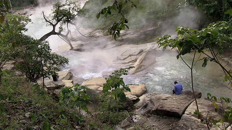 Un río hirviente existe en el Amazonas y alcanza 100 grados Celsius