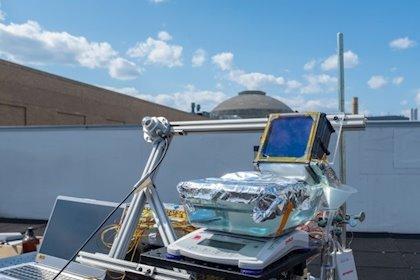 Una sencilla desalinizadora solar pasiva pulveriza récord de eficiencia