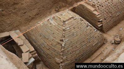 Arqueólogos descubren una mini pirámide en China