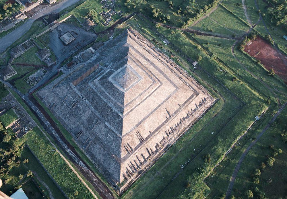 Vista aérea de la pirámide más grande de Teotihuacan, la Pirámide del Sol. Shutterstock