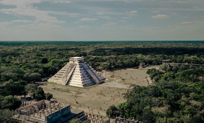 Una vista aérea del templo de la pirámide de Kukulkán en Chichén Itzá. Shutterstock