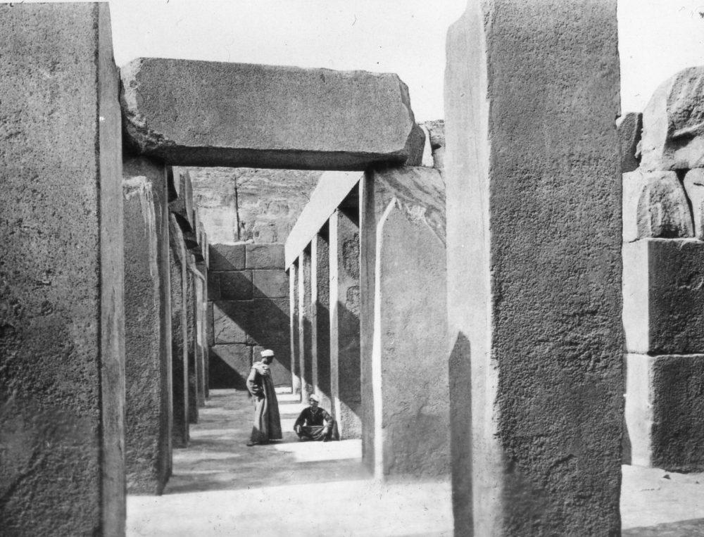 Sala de 16 columnas del Templo del Valle de Khafre. Crédito de la imagen Wikimedia Commons Dominio público.