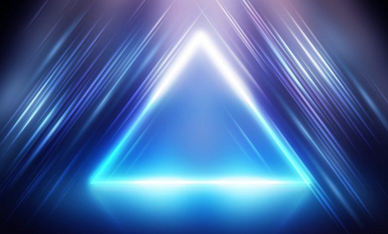 Representación artística de la energía con forma de pirámide. Shutterstock